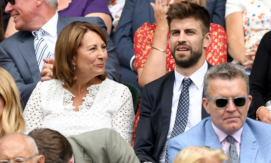 In the VIP section, Carole also chatted with her seatmate Gerard Pique. The Spanish soccer player has returned from Russia and decided to stop in England for Wimbledon. Shakira's love announced earlier this week that he plans to retire from international competitions after this World Cup. 