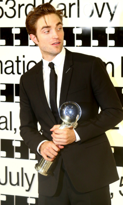 Robert Pattinson looked dashing at the closing ceremony of the 2018 Karlovy Vary International Film Festival on Saturday, July 7 in Karlovy Vary, Czech Republic. There, the 32-year-old actor received the President's Award.