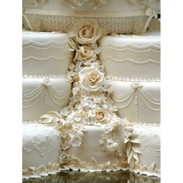 Let Them Eat Cake William And Kate Served Their Old Wedding At Prince Louis Christening Photo Twitter Royalfamily
