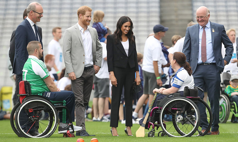 Prince Harry and Megan had a good time meeting players who are involved in community outreach projects at Croke Park. 