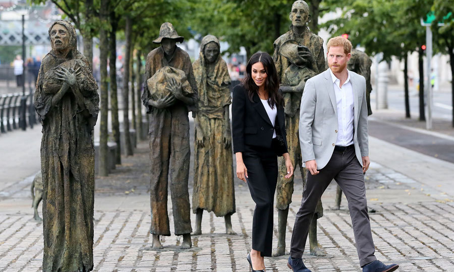 Meghan showed her skills of walking in heels on cobblestone during a visit to see Irish sculptor Rowan Gillespie's Famine Memorial statues in Dublin.