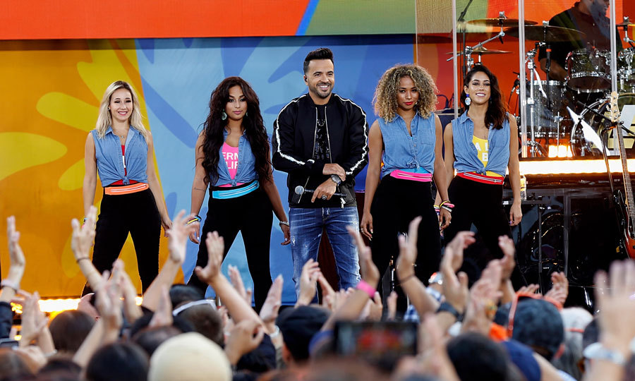 Luis Fonsi kicked off the weekend on <i>Good Morning America</i>. The <i>Calypso</i> singer performed three of his hits for a packed Central Park in NYC.